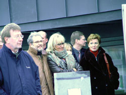 11. Amongst the strictly limited audience were some famous Belgian media people such as Panorama journalist and Kanaal Z director Johan Opdebeeck (in the brown leather jacket) and VRT radio voice Betty Mellaerts (extreme right) who seemed to enjoy every second of the rooftop concert